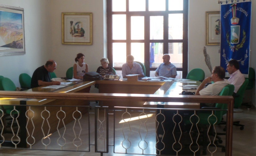 Una seduta del consiglio comunale di Lacedonia