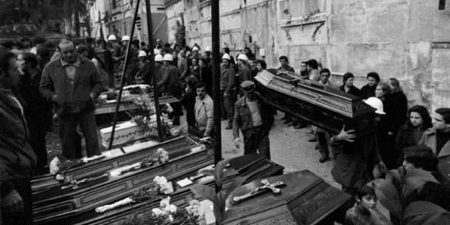 SPECIALE 2000 : LE VITTIME DEL TERREMOTO A NAPOLI