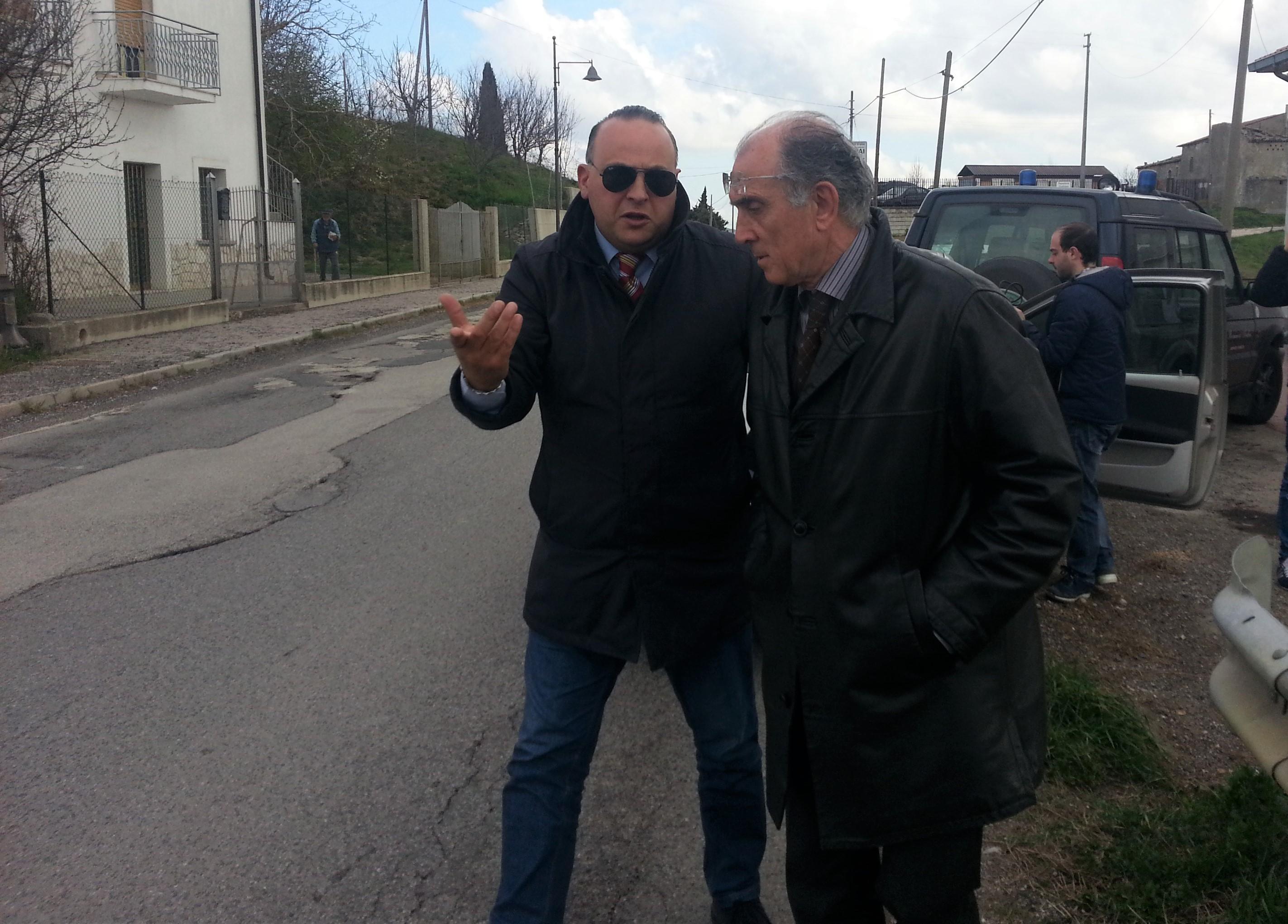 Il sindaco Leone e l'ingegnere Marro perlustrano la SS 91 Bis
