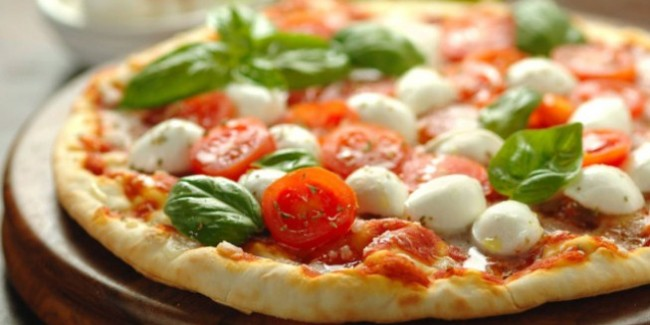 Pizza pomodoro mozzarella